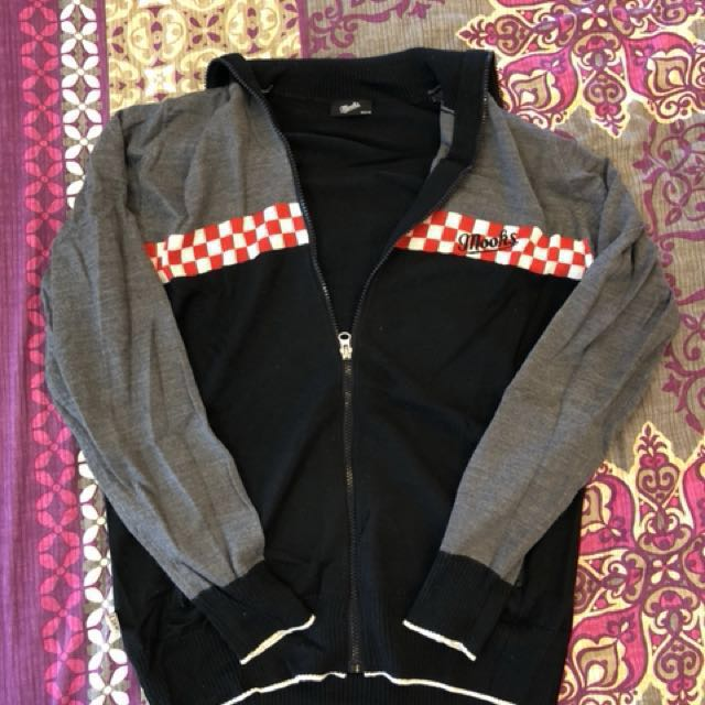 Mooks top with special zip feature