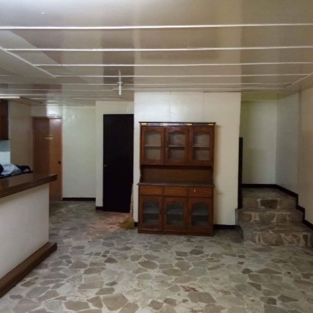 Newly Renovated House in Moonwalk Paranque with 5 Bedrooms but no garage