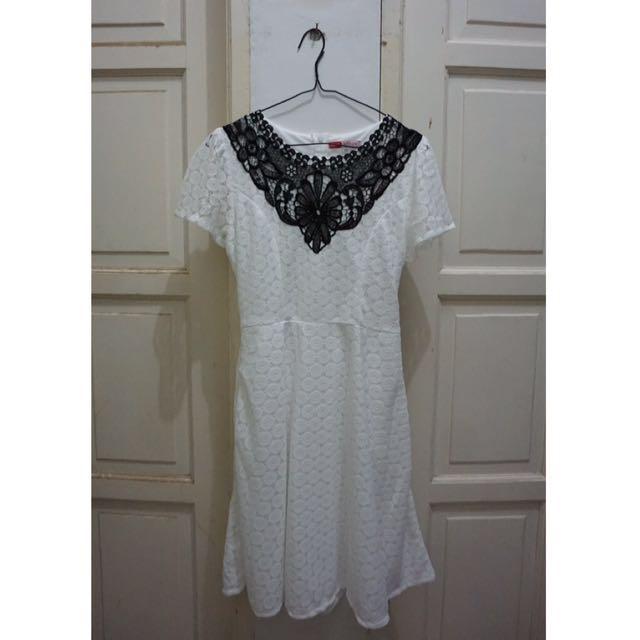 SaleStock - White Beautiful Dress