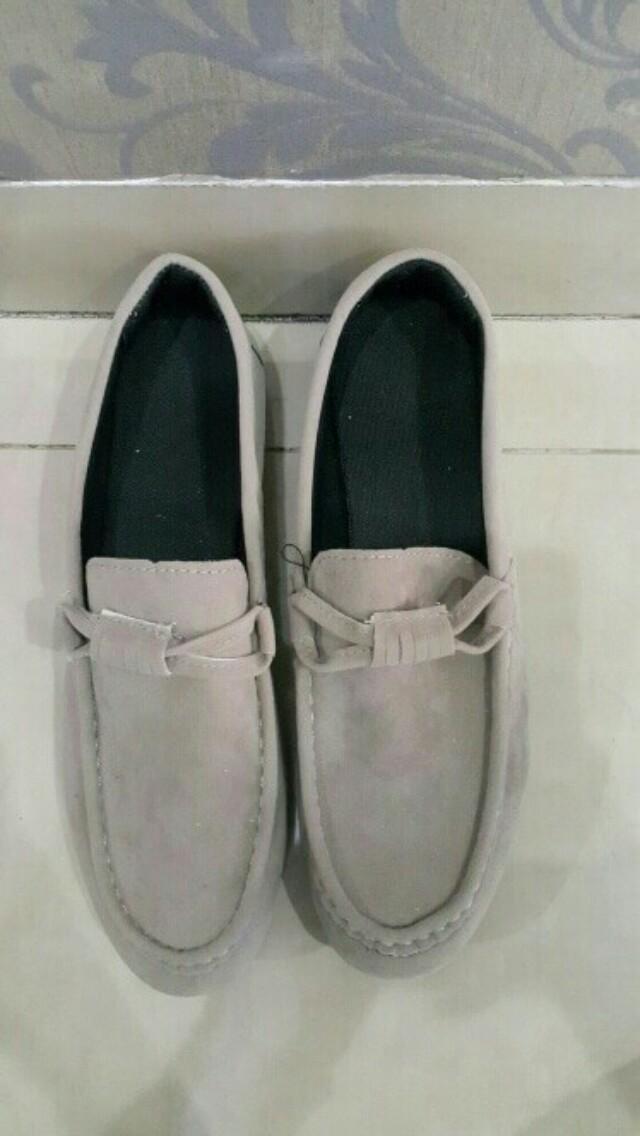 Sepatu suede loafers pria (warna mocha)