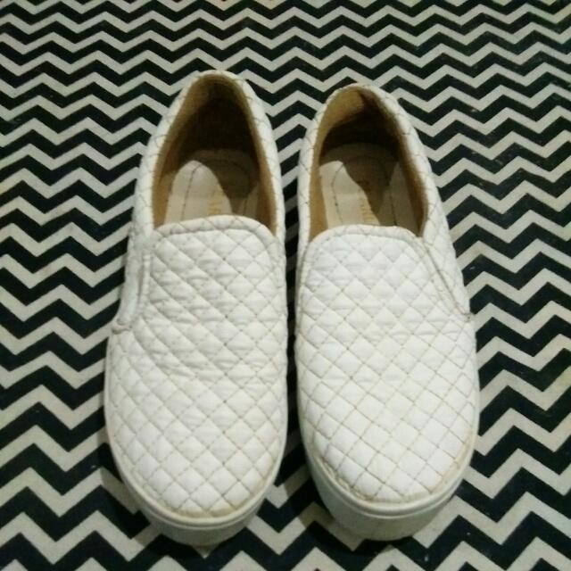 Reprice!!Slip On White Pearls