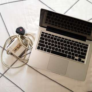WORKING Macbook Pro 13 inch + Charger    4GB Memory + 2.4GHz Processor