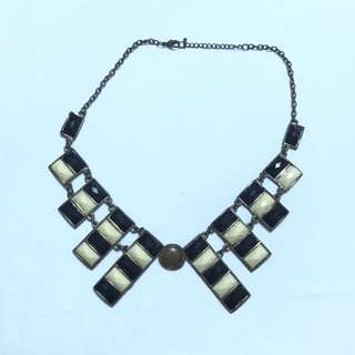 Black & Whit Necklace