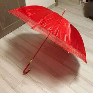 結婚用品 紅傘 出門