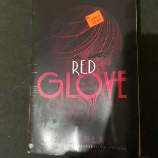 Holly Black's Red Glove
