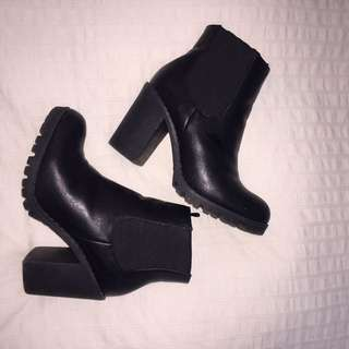 Black heeled Chelsea boots size 8