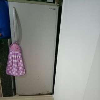 Refregerator