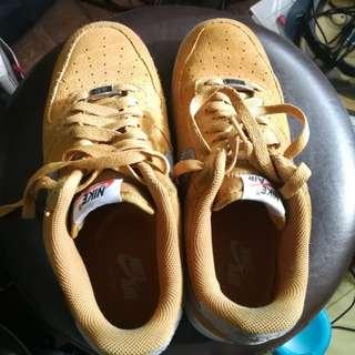 b88f457b2a72 basketball shoes size 7