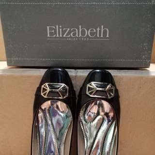 Sepatu hitam Elizabeth