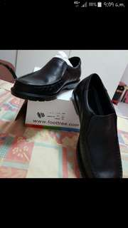 Business Black Leather Shoe Singapore Brand : Foot Tree $15