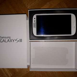 Great Condition White Samsung S3 w/Box/Case/Charger