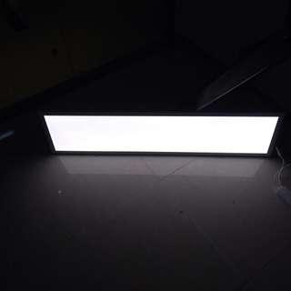 薄身4呎X1呎 白光 led 燈板連火牛插蘇,勁光,掛牆天花都0K,只用左半年
