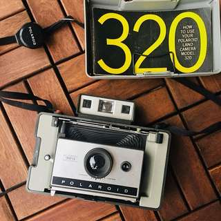 Vintage Polaroid Land 320 Camera With Flash & Bulbs