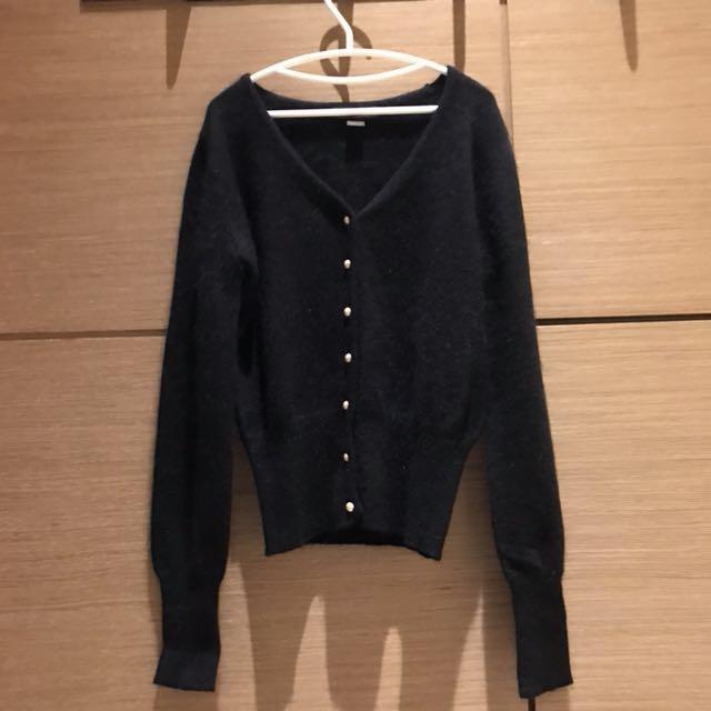 (1+1)黑色兔毛珍珠外套+細帶上衣