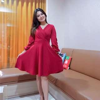 TRUFFLE SLEVE DRESS idr 120.000 bahan scuba p : 90 ld : 94-98 warna : red, black, navy