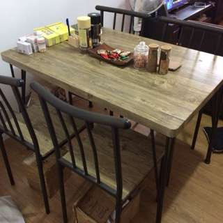 Table with imported wallpaper mounted