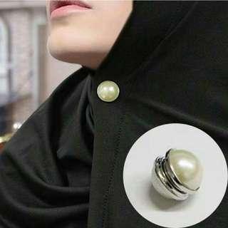 Pin Hijab Magnet White