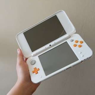 "Fairly new ""New Nintendo 2DS XL"""