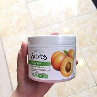 ST. IVES Fresh Skin Apricot Scrub 283g/10 OZ
