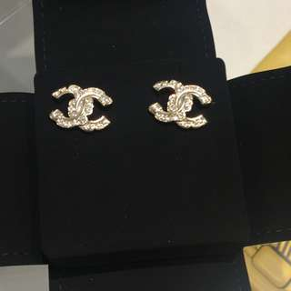 Chanel earrings 水鑽 耳環 金色 cc logo