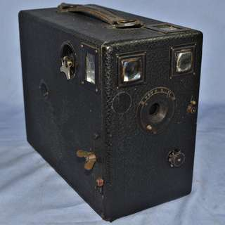 ANTIQUE VINTAGE DETECTIVE DROP-PLATE BOX CAMERA IN WORKING CONDITION