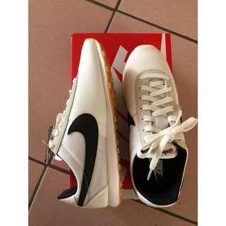 Nike慢跑女鞋