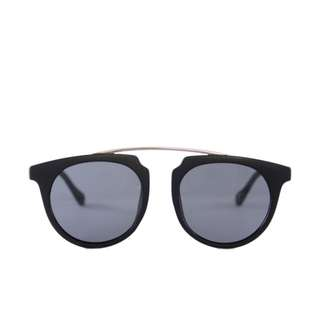 kacamata-sunglasses-la-dolce-vita-in-black
