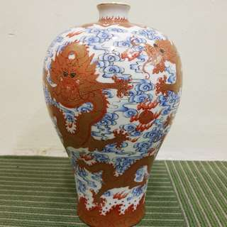 Porcelain plum vase with dragon illustrations Meiping