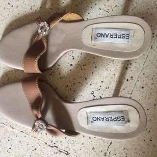 Sandal Aveda