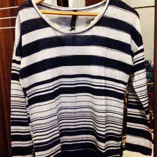 Sweater putih navy