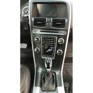 【騰信車體包膜】Volvo中控面板3M1080金屬碳纖維包膜