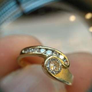 周生生貨品 18k黃金 鑲南非鑽石24十20份戒指