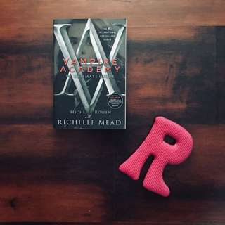 VAMPIRE ACADEMY: THE ULTIMATE GUIDE  by Richelle Mead