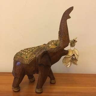 實木大象黃金袍雕刻