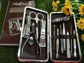 Nail tool set