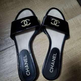 Chanel 黑色漆皮涼鞋 36碼