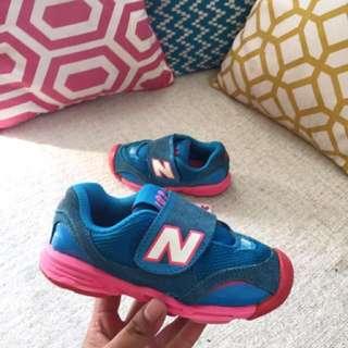 Sepatu anak new balance