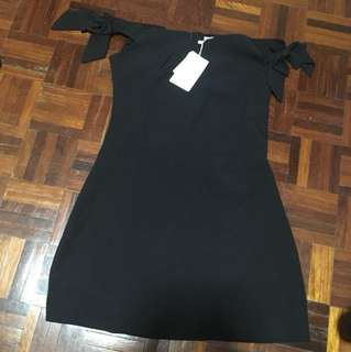 Elegant off-shoulder black dress - M size