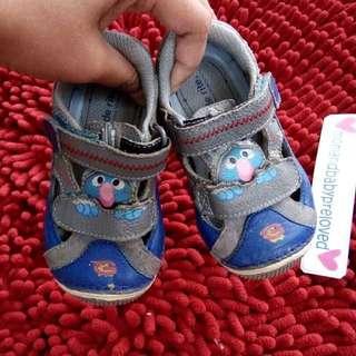 Sepatu stride rite sesame street