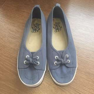 H&M Divided blue canvas shoes