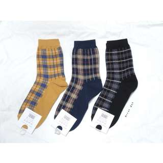 。error dot。韓國製三月的選擇題配色格紋襪子