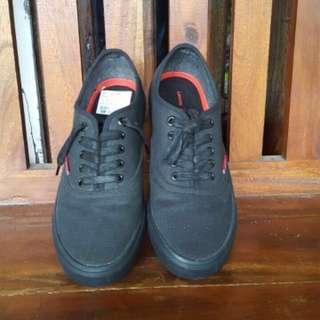 """Sepatu """"Levis"""" ori"""