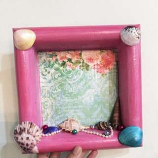 Photo frame with shells