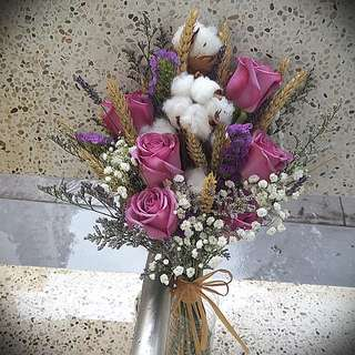 Wedding Flowers : Rustic bridal bouquet in a mix of dried and fresh flowers