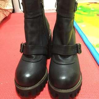 全新女裝靴,前防水台2.5cm高,後9cm高