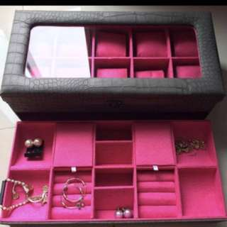 Watches and Jewelries organizer