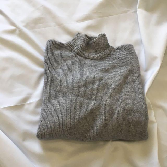 灰色針織衫