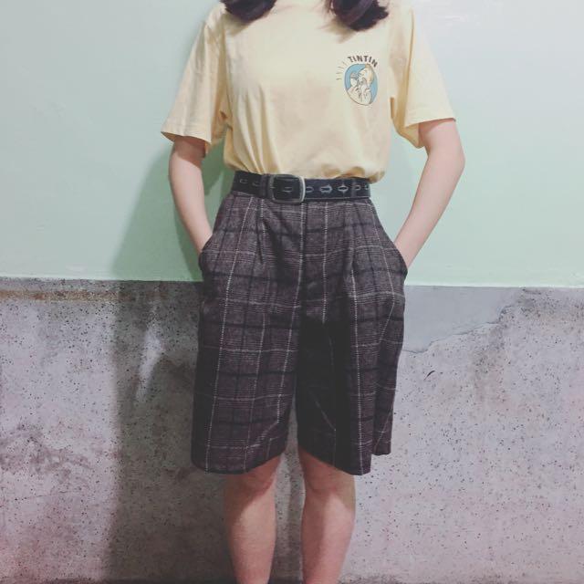 咖啡色格子短褲