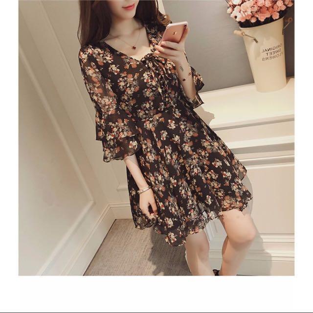 ✨✨出清最後一件☝️新品//黑碎花🌹邊洋裝、洋裙小可愛