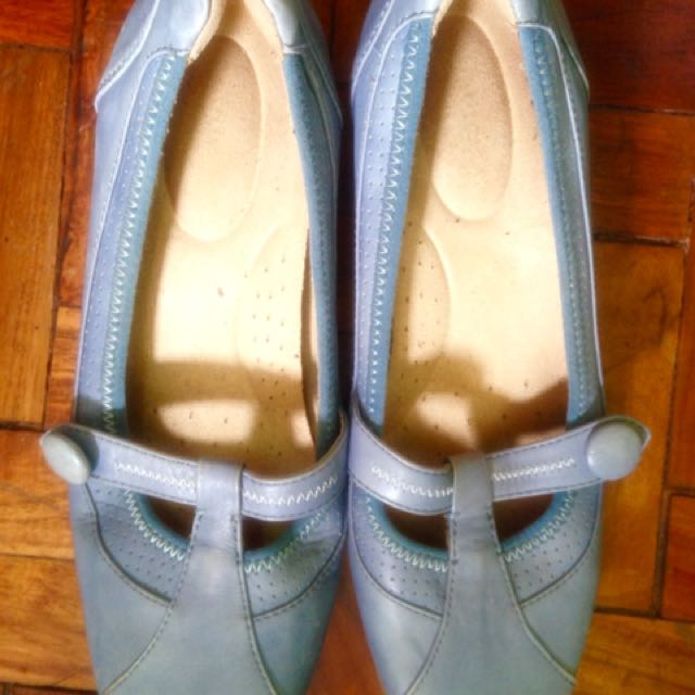 Authentic Naturalizer comfy sandals